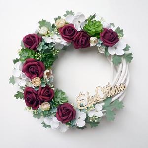 \'Édes otthon\' ajtódísz bordó rózsás, Otthon & Lakás, Dekoráció, Ajtódísz & Kopogtató, Virágkötés, 20-21 cm átmérőjű kedves virágos koszorú. Fehér fűzfa alapra készítettem, bordó habrózsával és fehér..., Meska