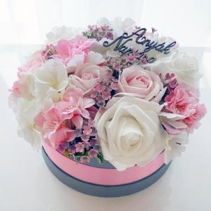 Nagy romantikus virágdoboz anyák napjára, Csokor & Virágdísz, Dekoráció, Otthon & Lakás, Virágkötés, Gyönyörű selyem hortenziából, habrózsából, szappanrózsából és apró rózsaszín virágokból készítettem ..., Meska
