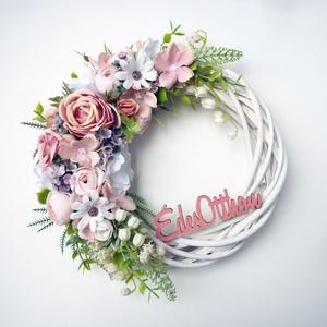 Édes otthon gyöngyvirágos ajtódísz, Otthon & Lakás, Dekoráció, Koszorú, Virágkötés, 20-21 cm átmérőjű romantikus koszorú. Fehér fűzfa alapra készítettem selyemvirágokból mű levelekkel ..., Meska