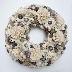 Barna natúr ajtódísz, Otthon & Lakás, Dekoráció, Ajtódísz & Kopogtató, Virágkötés, 24 cm átmérőjű, száraz virágos koszorú, barna és natúr száraz virágokkal, ming rózsával. Szalma alap..., Meska