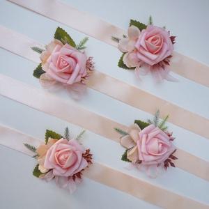4 db-os púder barack rózsás csuklódísz csomag, Esküvő, Ékszer, Karkötő & Csuklódísz, Virágkötés, Púder habrózsa, apró levél alkotja ezeket az esküvői kardíszeket. Szaténszalagra készítettem, női ta..., Meska