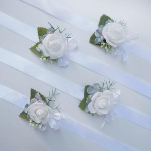 4 db-os fehér rózsás csuklódísz csomag, Esküvő, Ékszer, Karkötő & Csuklódísz, Virágkötés, Fehér habrózsa, apró levél alkotja ezeket az esküvői kardíszeket. Szaténszalagra készítettem, női ta..., Meska