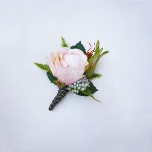 Esküvői greenery púder kitűző , Esküvő, Kiegészítők, Virágkötés, Zöld és tpúder színű esküvői kitűző selyemvirágból, vőlegény vagy vőfély részére ajánlom.\n* Átvétel:..., Meska