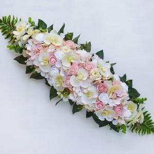 Púder és krém selyemvirág asztaldísz , Esküvő, Dekoráció, Asztaldísz, Virágkötés, Gyönyörű selyemvirágokból készült egyedi, mandula formájú asztaldísz, krém és púderrózsaszín színű s..., Meska