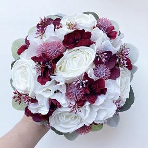 Bordó fehér őszi menyasszonyi csokor eukaliptusszal , Esküvő, Menyasszonyi- és dobócsokor, Virágkötés, Meska