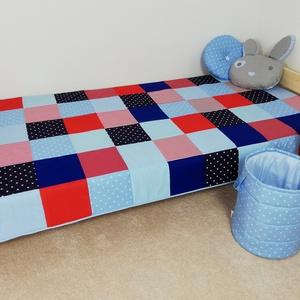 Piros-kék patchwork ágytakaró, Ágytakaró, Lakástextil, Otthon & Lakás, Varrás, Egyedi tervezésű ágytakaró.\nGyermekszobában ágytakarónak és takarónak egyaránt használható. Kiválóan..., Meska