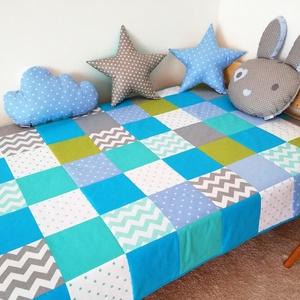 Türkiz-kék patchwork ágytakaró, Ágytakaró, Lakástextil, Otthon & Lakás, Varrás, Egyedi tervezésű ágytakaró.\nGyermekszobában ágytakarónak és takarónak egyaránt használható. Kiválóan..., Meska