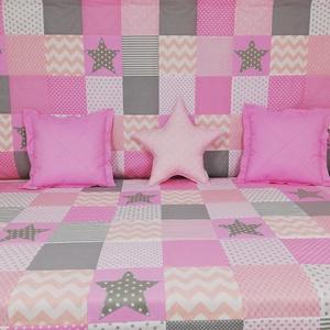 Csillagos rózsaszín patchwork ágytakaró és falvédő szett, Ágytakaró, Lakástextil, Otthon & Lakás, Varrás, Egyedi tervezésű ágytakaró és falvédő szett.\nAz ágytakaró a gyermekszobában ágytakarónak és takaróna..., Meska