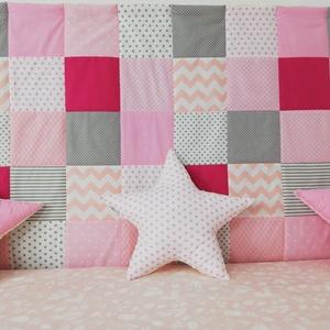 Rózsaszín patchwork falvédő, Falvédő, Lakástextil, Otthon & Lakás, Varrás, Egyedi tervezésű patchwork falvédő.\nEgyedibbé, vidámabbá és egyben komfortosabbá teszi a gyerekágy h..., Meska