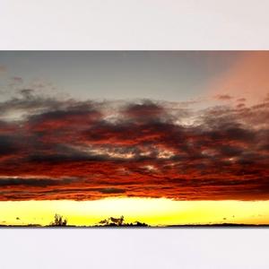 Vörös felhők-Vászonkép, Otthon & Lakás, Dekoráció, Kép & Falikép, Fotó, grafika, rajz, illusztráció, Késő nyári naplemente,vörös, narancs és sárga színekben, különleges pillanat, amelyet megörökítettem..., Meska