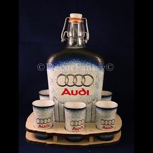 AUDI   emblémával díszített italos szett ( 0,5 l üveg + 6x45 ml pohár + FAtartó ) , Díszüveg, Dekoráció, Otthon & Lakás, Decoupage, transzfer és szalvétatechnika, Ideális ajándék férfi ismerőseinknek !!! ( igény szerint egyedi fotóval - szöveggel is elkészítjük )..., Meska