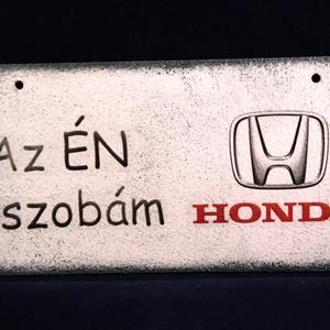 HONDA emblémás ÉN SZOBÁM ajtódísz III. Honda rajongóknak, Otthon & Lakás, Ajtódísz & Kopogtató, Dekoráció, HONDA emblémás -  ÉN SZOBÁM tábla ( 20 x 10 cm ) III. Ha szeretnél egy emléket kedvenc autó márkád e..., Meska
