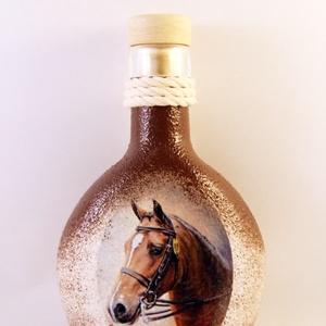 Ló motívummal díszített italos butykos ( 0,2 l )  , Díszüveg, Dekoráció, Otthon & Lakás, Decoupage, transzfer és szalvétatechnika, IDEÁLIS AJÁNDÉK  LÓ  és LOVAGLÁST kedvelők számára .\n\nEGYEDI  FOTÓVAL ( pl . saját ló )  és szövegge..., Meska