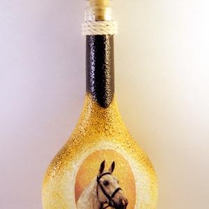 Ló motívummal díszített pálinkás üveg -I ( 0,5 L )   , Díszüveg, Dekoráció, Otthon & Lakás, Decoupage, transzfer és szalvétatechnika, IDEÁLIS AJÁNDÉK  LÓ  és LOVAGLÁST kedvelők számára .\n\nEGYEDI  FOTÓVAL ( pl . saját ló )  és szövegge..., Meska