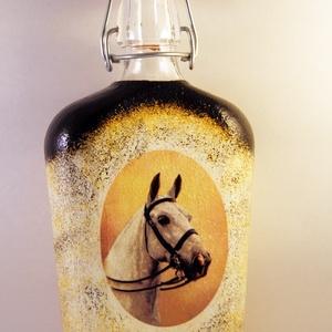 Ló motívummal díszített csatos  pálinkás üveg -III ( 0,5 L )   , Díszüveg, Dekoráció, Otthon & Lakás, Decoupage, transzfer és szalvétatechnika, IDEÁLIS AJÁNDÉK  LÓ  és LOVAGLÁST kedvelők számára .\n\nEGYEDI  FOTÓVAL ( pl . saját ló )  és szövegge..., Meska