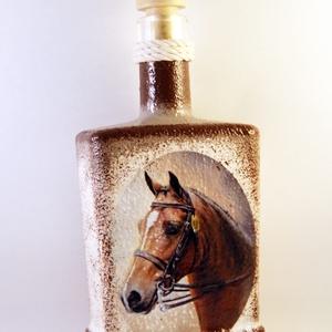 Ló motívummal díszített  pálinkás üveg - ( 0,5 L )  , Díszüveg, Dekoráció, Otthon & Lakás, Decoupage, transzfer és szalvétatechnika, IDEÁLIS AJÁNDÉK  LÓ  és LOVAGLÁST kedvelők számára .\n\nEGYEDI  FOTÓVAL ( pl . saját ló )  és szövegge..., Meska