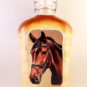 Ló motívummal díszített  csatos pálinkás üveg - ( 0,5 L )  , Díszüveg, Dekoráció, Otthon & Lakás, Decoupage, transzfer és szalvétatechnika, IDEÁLIS AJÁNDÉK  LÓ  és LOVAGLÁST kedvelők számára .\n\nEGYEDI  FOTÓVAL ( pl . saját ló )  és szövegge..., Meska