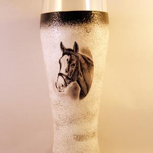 Ló motívummal díszített  sörös pohár / 5. - ( 0,5 L )  , Pohár, Konyhafelszerelés, Otthon & Lakás, Decoupage, transzfer és szalvétatechnika, IDEÁLIS AJÁNDÉK  LÓ  és LOVAGLÁST kedvelők számára .\n\nEGYEDI  FOTÓVAL ( pl . saját ló )  és szövegge..., Meska