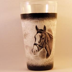 Ló motívummal díszített  vizes pohár  ( 0,3 l ) , Pohár, Konyhafelszerelés, Otthon & Lakás, Decoupage, transzfer és szalvétatechnika, IDEÁLIS AJÁNDÉK  LÓ  és LOVAGLÁST kedvelők számára .\n\nEGYEDI  FOTÓVAL ( pl . saját ló )  és szövegge..., Meska