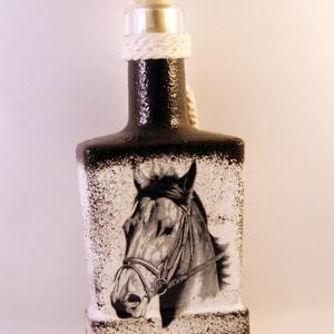 Ló motívummal díszített  pálinkás üveg ( 0,2 l ) , Díszüveg, Dekoráció, Otthon & Lakás, Decoupage, transzfer és szalvétatechnika, IDEÁLIS AJÁNDÉK  LÓ  és LOVAGLÁST kedvelők számára .\n\nEGYEDI  FOTÓVAL ( pl . saját ló )  és szövegge..., Meska