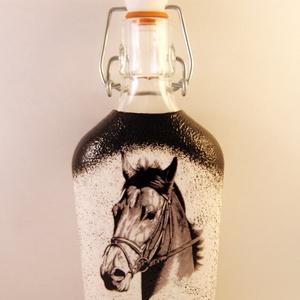 Ló motívummal díszített csatos  pálinkás üveg ( 0,2 l ) , Díszüveg, Dekoráció, Otthon & Lakás, Decoupage, transzfer és szalvétatechnika, IDEÁLIS AJÁNDÉK  LÓ  és LOVAGLÁST kedvelők számára .\n\nEGYEDI  FOTÓVAL ( pl . saját ló )  és szövegge..., Meska