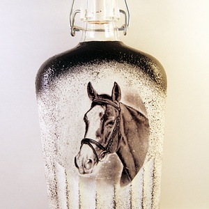 Ló motívummal díszített dugós  pálinkás üveg ( 0,5 l ) , Díszüveg, Dekoráció, Otthon & Lakás, Decoupage, transzfer és szalvétatechnika, IDEÁLIS AJÁNDÉK  LÓ  és LOVAGLÁST kedvelők számára .\n\nEGYEDI  FOTÓVAL ( pl . saját ló )  és szövegge..., Meska