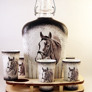 Ló motívummal díszített  pálinkás szett . ( 0,5 l üveg+6x50 ml pohár +tartó ) , Otthon & Lakás, Díszüveg, Dekoráció, Decoupage, transzfer és szalvétatechnika, Meska