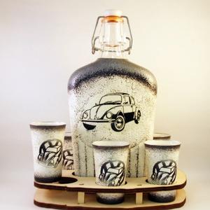 VOLKSWAGEN pálinkás pohárszett - VWBOGÁR ; Saját Volkswagen autód fényképével is!, Díszüveg, Dekoráció, Otthon & Lakás, Decoupage, transzfer és szalvétatechnika, VOLKSWAGEN pálinkás pohárszett - VW BOGÁR ( 0,5 l üveg + 6x50 ml pohár + tartó ) \nA saját Volkswagen..., Meska