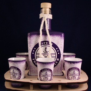 UTE emblémával díszített  pálinkás  szett ( 0,5 l üveg +6 x 45 ml pohár +tartó ) + tartó ), Férfiaknak, Sör, bor, pálinka, Focirajongóknak, Otthon & lakás, Konyhafelszerelés, Decoupage, transzfer és szalvétatechnika, IDEÁLIS AJÁNDÉK  a márka rajongóinak !\n\nEGYEDI  FOTÓVAL ( pl . saját autó )  és szöveggel is eltudju..., Meska