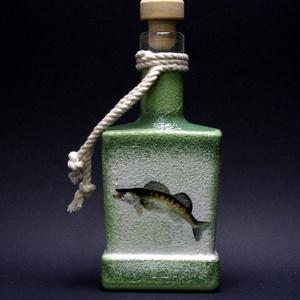 Hal ( süllő ) motívummal díszített pálinkás üveg  (0,2l )  - horgászoknak -férjeknek-barátoknak -születésnapra-névnapra , Férfiaknak, Sör, bor, pálinka, Otthon & lakás, Horgászat, vadászat, Decoupage, transzfer és szalvétatechnika, IDEÁLIS AJÁNDÉK A HALAK ÉS A HORGÁSZAT  SZERELMESEINEK. \n\nEgy igazán különleges -egyedi ajándékkal l..., Meska