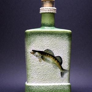 Hal (süllő) motívummal díszített pálinkás üveg ( 0,5 l )  - horgászoknak -férjeknek-barátoknak -születésnapra-névnapra , Férfiaknak, Sör, bor, pálinka, Otthon & lakás, Horgászat, vadászat, Decoupage, transzfer és szalvétatechnika, IDEÁLIS AJÁNDÉK A HALAK ÉS A HORGÁSZAT  SZERELMESEINEK. \n\nEgy igazán különleges -egyedi ajándékkal l..., Meska