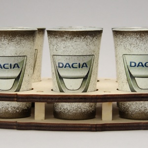 DACIA pohárszett ; autó rajongóknak ; barátoknak, Pohár, Konyhafelszerelés, Otthon & Lakás, Decoupage, transzfer és szalvétatechnika, DACIA pohárszett ; autó rajongóknak (6 x 45ml+fatartó) a márka szerelmeseinek -\n\nIgazán egyedi Dacia..., Meska