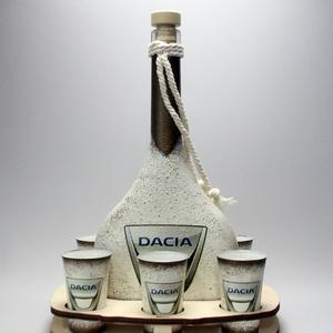 DACIA ital kínáló ; autó rajongóknak , Otthon & Lakás, Díszüveg, Dekoráció, Decoupage, transzfer és szalvétatechnika, DACIA ital kínáló ; autó rajongóknak (0,5l+6 x 45ml+fatartó) a márka szerelmeseinek -  Igazán egyed..., Meska
