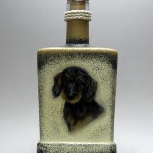 Kutya -TACSKÓ- motívummal díszített pálinkás üveg; Házi kedvenc rajongóknak ;Egyedi állat fotóval is ! -férfi-nő-gyermek, Otthon & Lakás, Dekoráció, Díszüveg, Decoupage, transzfer és szalvétatechnika, Kutya -TACSKÓ- motívummal díszített pálinkás üveg ( 0,5 l ) ; Házi kedvenc rajongóknak ;Egyedi állat..., Meska