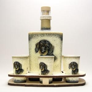 Kutya motívummal ( TACSKÓ ) díszített nagy pálinkás szett ; Házi kedvenc rajongóknak ;Egyedi állat fotóval is !, Otthon & Lakás, Dekoráció, Díszüveg, Decoupage, transzfer és szalvétatechnika, Kutya motívummal - TACSKÓ - díszített nagy pálinkás szett ( 0,5 l üveg + 6 x 45 ml pohár + tartó )\n\n..., Meska