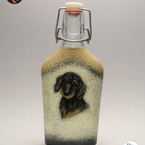 Kutya motívummal ( TACSKÓ ) díszített kis pálinkás üveg  ; Házi kedvenc rajongóknak ;Egyedi állat fotóval is !, Otthon & Lakás, Dekoráció, Díszüveg, Decoupage, transzfer és szalvétatechnika, Kutya motívummal - TACSKÓ - díszített kis pálinkás üveg ( 0,2 l ) \nHázi kedvenc rajongóknak ;Egyedi ..., Meska