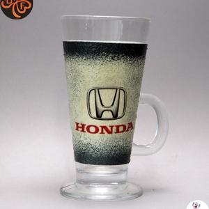 HONDA emblémával díszített  Latte-s pohár ; A márka rajongóinak  ; A saját autód fotójával is elkészítjük !, Otthon & Lakás, Dekoráció, Dísztárgy, Decoupage, transzfer és szalvétatechnika, Autó márka emblémával -HONDA - díszített  Latte-s pohár ( 260 ml  )\nA saját autód fotójával is elkés..., Meska