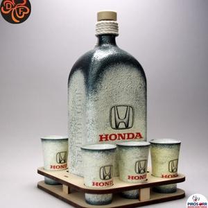 HONDA pálinka tartó szett ; Saját Honda autód fotójával is elkészítjük !, Otthon & Lakás, Dekoráció, Díszüveg, Decoupage, transzfer és szalvétatechnika, HONDA - pálinka tartó szett ( 1,0 l üveg + 6 x 45 ml pohár + tartó )  \nA saját autód fotójával is el..., Meska