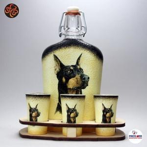 Kutya motívummal ( dobermann  ) díszített nagy pálinkás szett ; Házi kedvenc rajongóknak ;Egyedi állat fotóval is !, Otthon & Lakás, Konyhafelszerelés, Pohár, Kutya motívummal - dobermann - nagy pálinkás szett( 0,5 l üveg+ 6 x 45 ml pohár + fatartó) Házi kedv..., Meska