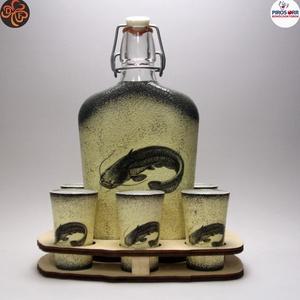 Horgász- harcsa motívummal díszített -nagy pálinkás szett. A horgászat szerelmeseinek . Saját fogások fotóival is !, Otthon & Lakás, Dekoráció, Díszüveg, Decoupage, transzfer és szalvétatechnika, Horgász- harcsa motívummal díszített -nagy szett: pálinkás üveg(0,5 l); 6 db pohár+ fatartó\nA horgás..., Meska