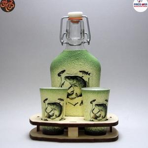 Horgász-  hal motívummal díszített -kis pálinkás szett. A horgászat szerelmeseinek . Saját fogások fotóival is !, Otthon & Lakás, Dekoráció, Díszüveg, Horgász-  hal motívummal díszített -pálinkás üveg(0,2 l); 2 db pohár+ fatartó A horgászat szerelmese..., Meska