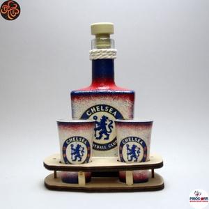 Chelsea FC italos szett ; Szurkolói ajándék , Otthon & Lakás, Konyhafelszerelés, Üveg & Kancsó, Decoupage, transzfer és szalvétatechnika, Chelsea FC  italos szett ( 0,2 l üveg + 2 x 45 ml pohár + fatartó ) ;\nIgazán egyedi Chelsea szurkoló..., Meska