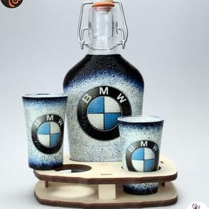 BMW csatosüveg pohárral ; Saját BMW autód fotójával is! , Otthon & Lakás, Dekoráció, Díszüveg, Decoupage, transzfer és szalvétatechnika, BMW csatosüveg pohárral ( 0,2l + 2x 45 ml + fatartó ) \n\nIgazán egyedi BMW ajándék, férfiaknak szület..., Meska