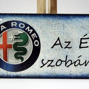 Alfa Romeo fatábla ; Alfa Romeo rajongóknak, Otthon & Lakás, Dekoráció, Ajtódísz & Kopogtató, Decoupage, transzfer és szalvétatechnika, Alfa Romeo fatábla AZ ÉN SZOBÁM felirattal\nA saját autód fotójával is elkészítjük.\n\nHa szeretnél egy..., Meska