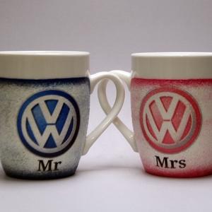 VOLKSWAGEN  kávés csésze ; Volkswagen autó rajongóknak, Otthon & Lakás, Konyhafelszerelés, Bögre & Csésze, Decoupage, transzfer és szalvétatechnika, VOLKSWAGEN kávés csésze ; 2 db/szett;\n\nIgazán egyedi Volkswagen emblémás ajándék - házassági évfordu..., Meska