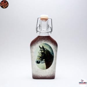 Ló - lovas pálinkás csatosüveg ; Lovak kedvelőinek, Otthon & Lakás, Dekoráció, Díszüveg, Decoupage, transzfer és szalvétatechnika, Ló - lovas pálinkás csatosüveg ; Lovak kedvelőinek ( 0,2 l );\nA lovaglás szerelmeseinek . Saját lova..., Meska