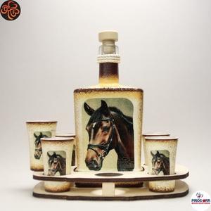 Ló - lovas pálinkás készlet ; Lovak kedvelőinek, Otthon & Lakás, Dekoráció, Díszüveg, Decoupage, transzfer és szalvétatechnika, Ló - lovas pálinkás készlet ; Lovak kedvelőinek ( 0,5l + 6x 45ml + fatartó );\nA lovaglás szerelmesei..., Meska