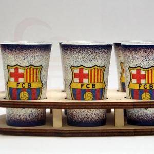 FC Barcelona pálinka pohárszett  ; Barcelona futball szurkolóknak, Otthon & Lakás, Konyhafelszerelés, Pohár, Decoupage, transzfer és szalvétatechnika, FC Barcelona pálinka pohárszett ( 6x 45ml + fatartó ) \n\nA saját foci csapatod  fotójával is elkészít..., Meska