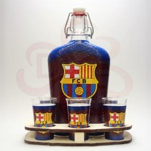 FC Barcelona italszett ; Barcelona futball szurkolóknak, Otthon & Lakás, Dekoráció, Díszüveg, Decoupage, transzfer és szalvétatechnika, FC Barcelona italszett ( 0,5l + 6x 45ml + fatartó ) \nA pohár felső széle átlátszó.\nA saját foci csap..., Meska
