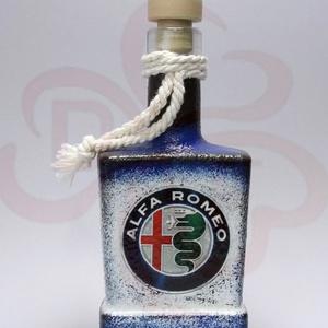 Alfa Romeo pálinkás üveg ; A saját Alfa autód fotójával is! , Díszüveg, Dekoráció, Otthon & Lakás, Decoupage, transzfer és szalvétatechnika, Alfa Romeo pálinkás üveg ( 0,2 l ) ;\nA saját autód fotójával is elkészítjük.\n\nHa szeretnél egy emlék..., Meska
